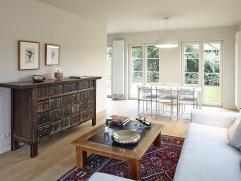 Nieuwbouwwoning - op een privaat aangelegd  domein in alle rust, ruime inkom met gastentoilet en vestiaire, grote luchtige woonkamer/salon met aanslui