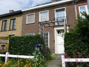 Een SCHITTERENDE woning die de gezelligheid en uitstraling van Brugge weergeeft op zijn best! Het pand ligt op SLECHTS 15 minuten wandelen van CENTRUM