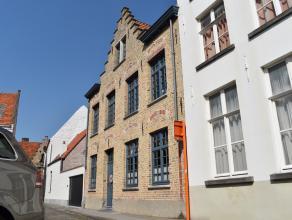 In centrum Brugge ligt deze prachtige half bemeubelde herenwoning. <br /> De woning bevindt zich in een stille straat met tal van parkeermogelijkhede