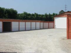 Deze garage is goed gelegen in een vlot toegankelijjk garagecomplex langs de Blankenbergse Steenweg aan de rand van Brugge. Afmetingen: 4,6 tot 5,6 m