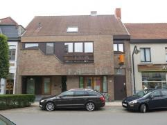 Dit 2-slaapkamerappartement met autostandplaats en ruim terras is ideaal gelegen in het centrum van Sint-Michiels, vlakbij het station en met een vlot