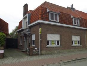 Deze op te frissen woning met garage en tuin heeft een interessante ligging in Koolkerke, dichtbij het centrum van Brugge.Bestaande uit een inkom, liv