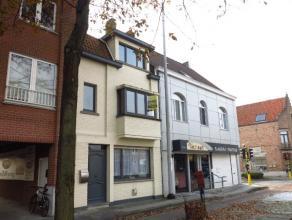 Deze ruime en grotendeels vernieuwde woning is ideaal gelegen in Sint-Kruis vlakbij diverse winkels, supermarkten, openbaar vervoer en andere modalite