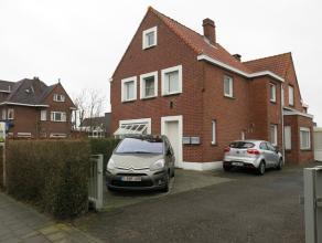Deze woning met 3 slaapkamers in Sint-Andries ligt vlakbij het centrum van Brugge. De woonst heeft een vlotte verbinding met de expressweg en een bush