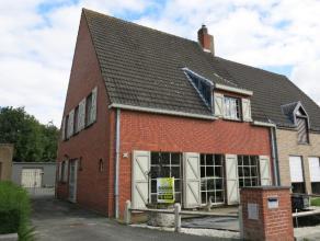 Deze ruime en vernieuwde halfopen bebouwing met atelier is zeer rustig gelegen vlakbij het centrum van Brugge. De ideale opportuniteit voor een (jonge