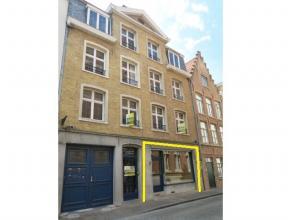 Winkelruimte met prachtige ligging in het centrum van Brugge, vlakbij de Markt, theaterplaats en school.Bestaande uit een winkelruimte van 36 m²,