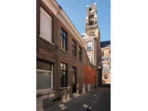 Deze karaktervolle woning, is rustig gelegen in het centrum van Brugge vlakbij de diverse modaliteiten die de Brugse binnenstad te bieden heeft. De re