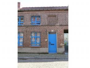 Deze gezellige en instapklare ruime woning is centraal gelegen in de Brugse binnenstad, vlakbij diverse winkels en met een vlotte verbinding naar het