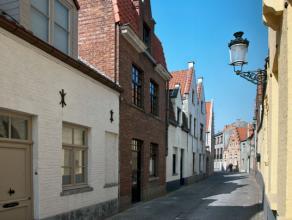 Deze karaktervolle woning, is rustig gelegen in het hartje van het historische Brugge. De recente en kwalitatieve renovatie staat garant voor een aang