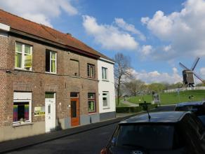 Deze gezellige 2-slaapkamer woning is rustig gelegen in het centrum van Brugge vlakbij de molens en het groen van de Kruisvest.Bestaande uit een inkom
