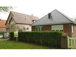 Deze mooie afgewerkte en verzorgde villa is rustig gelegen in een residentiële wijk te Sint-Andries Brugge. Gelijkvloers bestaat uit een inkom me