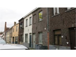 Vlakbij de coupure en de kazernevest ligt deze gezellige instapklare woning in het centrum van Brugge. In 2012 volledig vernieuwd en kwalitatief afgew