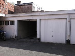 Goed gelegen garagebox (nr 2.) in het centrum van Brugge vlakbij Katelijnestraat.afmetingen garage: 5,4 m x 2,5 mafmetingen poort: 2 m (h) x 2,2 (b)On