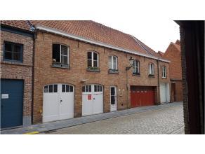 In het centrum van Brugge, op wandelafstand van 't Zand, ligt deze polyvalente mezzanine ruimte van 250 m². Ideaal als atelier, fotostudio of rui
