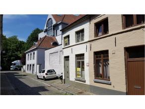 Zeer mooi gerenoveerde gemeubelde woning gelegen in het centrum van Brugge vlakbij diverse winkels en het Astridpark.- mooie inrichting - moderne uits