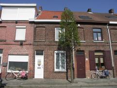 Deze gezellige en grotendeels gerenoveerde rijwoning is rustig gelegen te Sint-Andries en is het ideale pand voor een starterswoning of als belegging.
