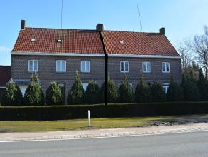 Ruime woning rechts met grond op 2049m², landelijk gelegen en niet ver van centrum Zwevezele.  Prachtig uitzicht achteraan, vele mogelijkheden.