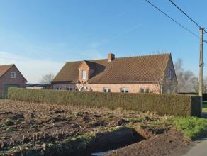 Ruime gezinswoning met veel potentieel op landelijke ligging. De woning geniet van een doordachte indeling en omvat op het gelijkvloers een inkom met