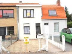 Brugge Sint-Andries, woonhuis met 2 slpks, zonnige koer en uitweg voor fietsenomvat: inkom, ruime living, grote zit- en kookkeuken, badkamer, zonnige