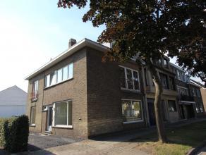 Brugge, vooraan Sint-Andries<br /> ruime luchtige instapklare woning met 4 grote slaapkamers en zonnige koer en carport<br /> <br /> omvat: inkom, toi