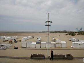 Zeer goed onderhouden en ruim appartement gelegen op de Zeedijk van Zeebrugge. Indeling: ruime woonkamer, een volledig vernieuwde en luxueus ingericht