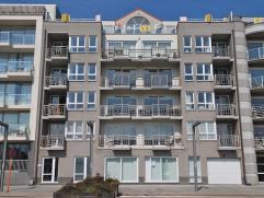 Zonnig appartement  met schitterend zicht op de jachthaven gelegen op de Rederskaai te Zeebrugge. Inkom met grote living (parketvloer) met open keuken
