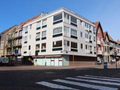 Centraal gelegen appartement in Knokke Centraal gelegen appartement met inkomhal, toilet, leefruimte, ingerichte keuken, badkamer met ligbad, 2 slaapk