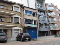 Appartement met terras in Knokke Goed gelegen appartement nabij de zeedijk bestaande uit: inkomhal, toilet, living, ingerichte keuken met balkon, badk