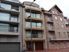 Centraal gelegen, zonnig duplexappartement Mooi en ruim appartement met inkomhal, toilet, living met ruim zonneterras, open ingerichte keuken, berging