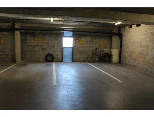 Garage louer knokke 80 ezu01 avantimmo for Garage professionnel a louer