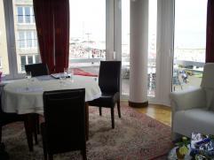 Appartement op het tweede verdieping te huur in de Residentie Leopold in Blankenberge. Mooi appartement met frontaal zeezicht in slaapkamers en hoek v