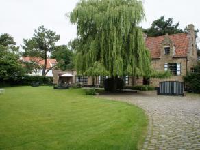 Prestigieuze villa in fermette-stijl gelegen te huur gelegen in het hartje van het Zoute met zicht op de golf.Deze charmante villa heeft 4 slaapkamers
