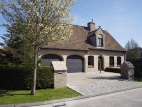 Ruime villa met 4 slaapkamers, zeer rustig gelegen ten Zuiden van Knokke-Heist. Deze mooie villa heeft veel ruimte en biedt verschillende mogelijkhede
