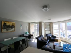 Gemeubeld op jaarbasis. Mooi modern gemeubeld hoekappartement met 2 ruime slaapkamers. Het is rustig gelegen, op een steenworp van de dijk. indeling: