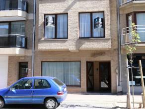 Ongemeubeld. Indeling : hal - ruime living met zijdelings zicht naar het Rubensplein toe - nieuwe grote ingerichte keuken -2 ruime slaapkamers - balko
