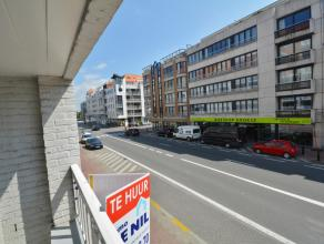 Ongemeubileerd te huur op jaarbasis : mooi 1 slaapkamer appartement, centraal gelegen te Knokke. Zonnig en centraal gelegen appartement. Indeling : in