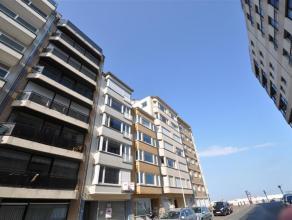 Gezellig vakantie-appartement met zijdelings zeezicht Ongemeubileerd appartement gelegen in een zijstraat van de Zeedijk vlakbij het Casino. Indeling