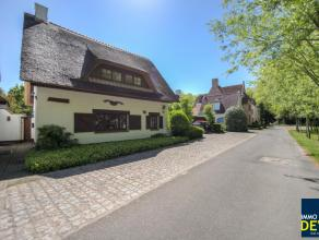 Zeer rustig gelegen en rustiek gemeubelde villa met groenzicht dichtbij het Oosthoekplein in het Zoute ideaal als tweede verblijf ! Indeling :  Glv :