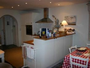 Charmante en volledig gerenoveerde woning in Knokke-dorp bestaande uit 4 slaapkamers, 2 badkamers, woonkamer met openhaard, een open ingerichte keuken