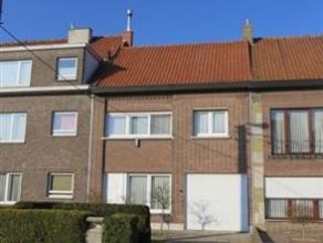 Volledig gerenoveerde rijwoning in Wondelgem. Momenteel heeft deze woning 2 slaapkamers. Er is een mogelijkheid om op termijn de zolder nog verder in