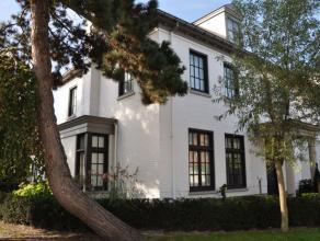 """Prachtige woning gelegen te oud-Knokke in de mooie woonwijk """"Witte Duivenhof"""". Deze woning biedt slaapgelegenheid aan 14 personen, een aangename tuin,"""