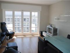 Gemeubeld appartement naast het casino van Knokke, op een 2e verdieping aan de zonnekant met goed zijdelings zeezicht, woonkamer met terrasje, ingeric