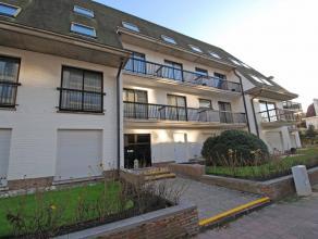 Dakappartement op een 3e verdieping in stijlvolle villaresidentie, vlak bij het strand, ruime living met terras, ingerichte keuken, 2 slaapkamers, bad