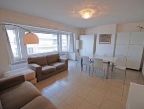 Gerenoveerd appartement met goede rustige ligging op Albertstrand vlakbij het casino en met goed zijdelings zeezicht, aangename woonkamer, ingerichte