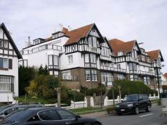 Te huur op jaarbasis.- Vlakbij het Albertplein- Gemeubeld- Prachtige veranda met zicht op de villa's- Geen gemeenschappelijke kosten!- Waterverbruik i
