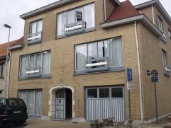 Dakappartement met garagebox!Gezellig appartement met 3 slaapkamers, gelegen op de 2de verdieping.Dit ruime appartement bevat een inkomhal met gastent