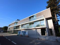 Nieuw modern en strak project in Assebroek-Brugge met 9 kwalitatieve appartementen met ruime terrassen, gelegen aan het Gaston Roelandtsplein, op slec