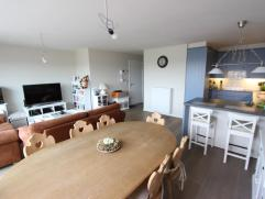 Prachtig nieuwbouw-appartement in mooi strak gebouw New Large te Zeebrugge. 2 slaapkamers - mogelijkheid tot garage in het gebouw. Kwalitatief afgewer