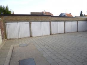 Deze garagebox (2) is gelegen in het centrum van Sint-Kruis.Dit is een gemetselde garagebox met kantelpoort. 65 euro/maand.Beschikbaar vanaf 1 septemb