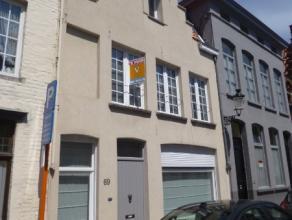 Typisch brugse woning met zeer centrale ligging. Deze woning is gelegen op wandelafstand van de Markt en de Vesten van Brugge! Eveneneens is er zeer g